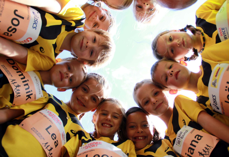 Kinder bei Viktor Röthlins Klassenduell